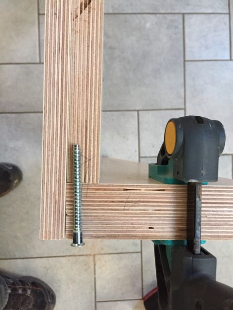 computertisch einfach selbst gebaut teil 2 holz und leim. Black Bedroom Furniture Sets. Home Design Ideas