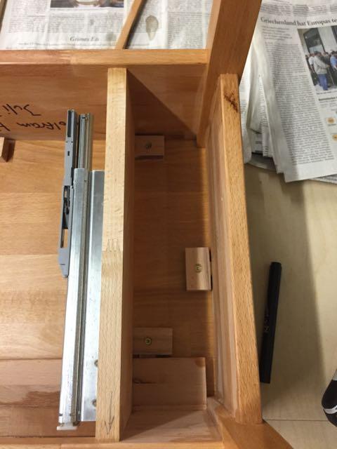 kleiner beistelltisch mit schublade teil 5 holz und leim. Black Bedroom Furniture Sets. Home Design Ideas
