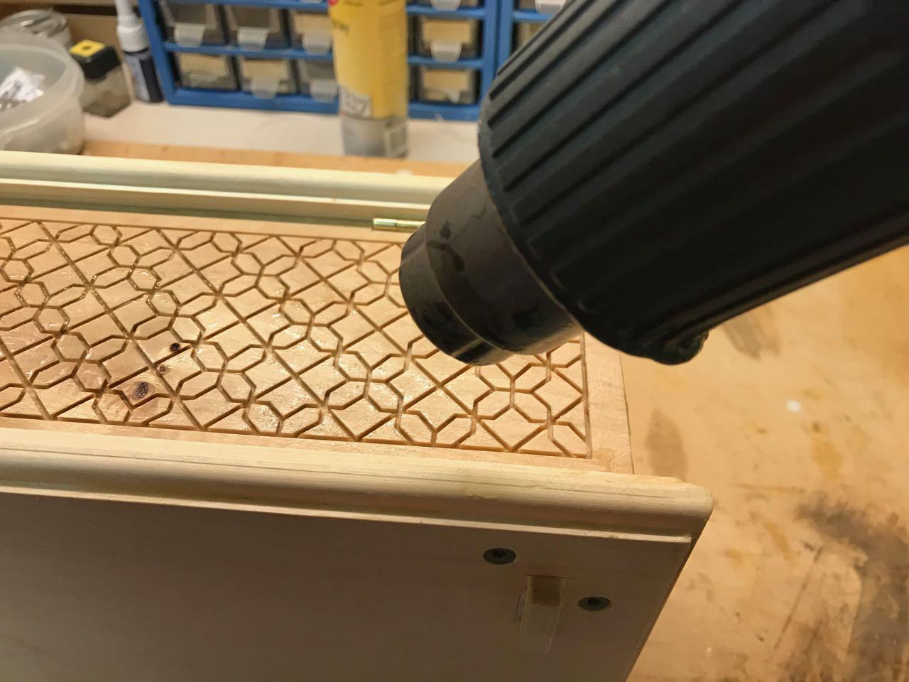 bienenwachsbalsam f r strukturierte holzoberfl chen richtig anwenden holz und leim. Black Bedroom Furniture Sets. Home Design Ideas